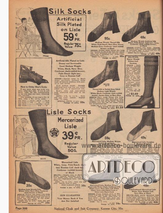 """""""Socken aus Seide"""" und """"Socken aus Baumwollgarn"""" (engl. """"Silk Socks"""" und """"Lisle Socks""""). Herrensocken mit verstärkten Zehen, Sohlen und Fersen aus Seide in mittelschweren Qualitäten, Kunstseide oder merzerisierten Baumwollgeweben. Die Socken sind in den Farben Weiß, Hellbraun, Grau, rötlichem Dunkelbraun, Marineblau oder Schwarz erhältlich. Rechs mittig befinden sich lange Golfsocken aus gerippter, schwerer Wolle."""