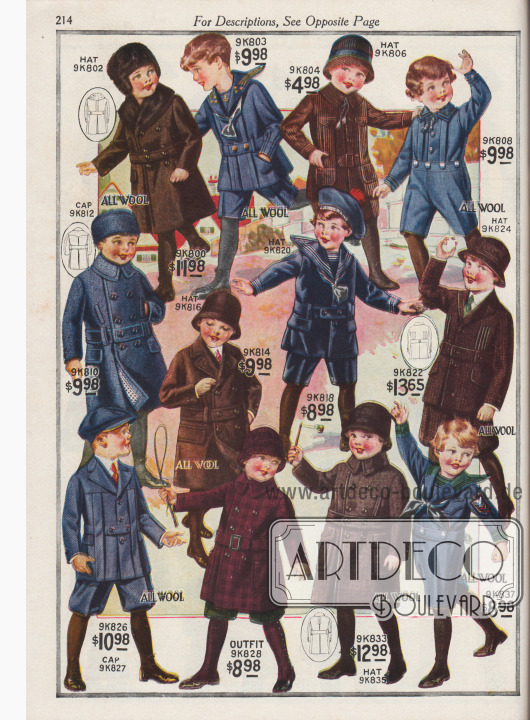Sieben Spiel- und Schulanzüge und fünf warme Übermäntel für 2 ½ bis 10-jährige Jungen für Herbst- und Winter 1920-21. Die Anzüge zum Spielen auf der Straße oder für die Schule sind aus gekämmtem Woll-Serge, Samt-Kord, gesticktem Woll-Jersey Gewebe, Samt oder Cheviot-Wolle. Die Matrosenanzüge besitzen russische Blusen und gestreifte Matrosenkragen. Die restlichen Anzüge sind im Norfolk-Stil mit Gürteln und Paneelen mit Kellerfalten gehalten. Alle Anzüge mit kurzen Hosen. Die Mäntel sind doppelreihig und aus Cheviot-Wolle, Chinchilla Wolle oder Woll-Mackinaw-Gewebe. Der Kragen des Mantels 9K800 ist mit dunkelbraunem Kaninchenfell verbrämt. An allen Mäntel sind die Kanten an Kragen, Gürteln und Taschenklappen abgesteppt. Modell 9K829 ist ein dreiteiliger Mackinaw-Anzug bestehend aus Mantel, Mütze und kniehohen Gamaschen.
