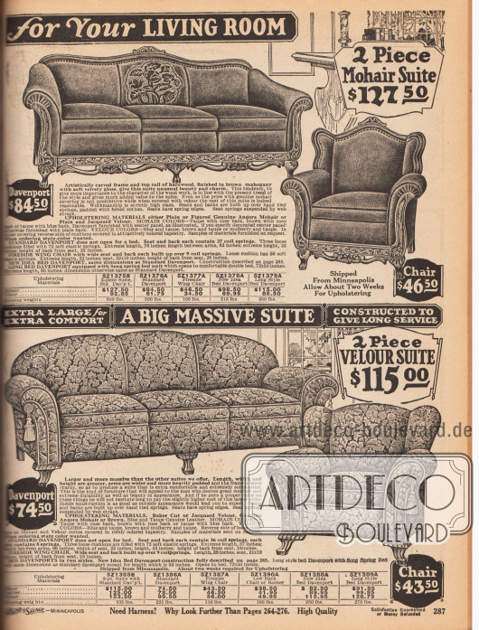 """""""[Wunderschön gepolsterte und bezogene Sitzgarnituren] für Ihr Wohnzimmer"""" (engl. """"[Beautiful Upholstered Pieces] for Your Living Room"""").Seite mit zwei zweiteiligen Polstermöbelgarnituren. Oben wird ein Davenport Dreisitzer-Sofa mit passendem Sessel angeboten. Das Sichtholz des Polstermöbels ist aus Mahagoni und ist reich ornamentiert und fein geschnitzt. Als Bezugsstoff dient Angora Mohair.Die untere Sitzgarnitur für das Wohnzimmer ist sehr massiv und massig gearbeitet. Das Davenport Sofa wie der dazugehörige Sessel zeigen Quasten an den großzügig gepolsterten Armlehnen. Die Garnitur kann wahlweise mit Jacquard Velours oder echtem Angora Mohair als Bezugsstoff bestellt werden."""