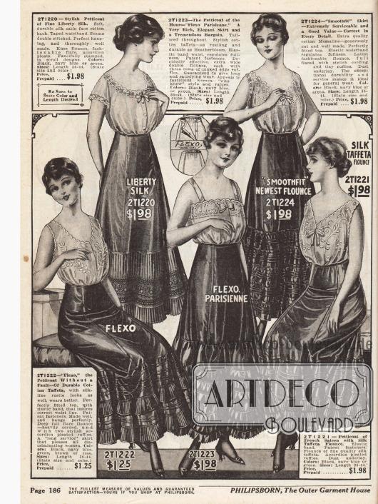 """Petticoats (Damenunterröcke) mit Rüschen, die der Erweiterung des Rockes und damit der Silhouette dienen. Die Petticoats sind aus Baumwoll-Taft, """"Liberty Silk"""" (verstärktes Seiden-Satin und Baumwollrückseite), Baumwoll-Messaline (Seidengewebe) und französischem Satin mit Seiden-Taft."""