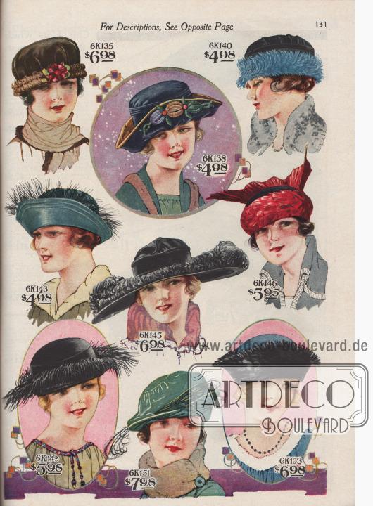 Neun verschiedene Damenhüte zu Preisen von 4,98 bis 7,98 Dollar. 6K135 / 6K136 / 6K137: Drapierter, federleichter Turban aus glänzendem Seiden-Samt mit einem Band lockiger, kurzer Straußenfedern. Pastell-Blüte mit Blattwerk. 6K138 / 6K139: Kleidsamer Hut in Dreispitz-Form aus Seiden-Samt mit farbiger Seiden-Chenille-Applikation. 6K140 / 6K141 / 6K142: Enganliegender, federleichter Turban aus Seiden-Samt, aufgeputzt mit einem Federbändchen aus zerkleinerten, feinen Federn. 6K143 / 6K144: Mondäner Hut aus Seiden-Spiegel-Samt mit hochgeschlagener Krempe. Band mit feinen, haarigen Paradiesfedern als Aufputz. 6K145: Breitkrempiger Florentinerhut aus Seiden-Samt mit paspelierter Krone. Leicht gebogene Krempe mit Satin-Einfassung. Reiche Straußenfeder-Applikation. 6K146 / 6K147 / 6K148: Neuartiger Pariser Turban aus Seiden-Samt, fast vollständig mit leuchtend roten Hahnenfedern gedeckt. Große Flügelflanke, ebenfalls aus Hahnenfedern. 6K149 / 6K150: Kontinentaler Damenhut aus schwarzem Seiden-Samt mit hohem, ovalem Kopf. Hochgeschlagene Krempe in Dreispitz-Form. Band aus feinen Hahnen- und Straußenfedern. 6K151 / 6K152: Seiden-Samthut mit schottenartig drapierter Krone und einseitig verlängerter und hochgeschlagener Krempe. Feine, dünne Federflanken. 6K153 / 6K154: Schöner Damenhut aus kopenhagenblauem Seiden-Spiegel-Samt mit ovaler Krone und breiter, hochgeschlagener, mit schwarzen Hahnenfedern verzierter Krempe.