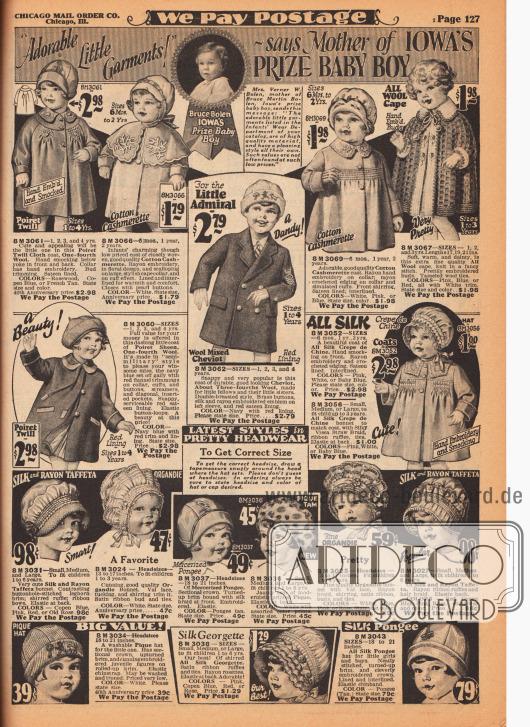 """""""'Hinreißende kleine Kleidungsstücke' – sagt die Mutter [Mrs. Verner W. Bolen] des Iowa Preis-Babys [Bruce Martin Bolen]"""" (engl. """"'Adorable Little Garments!' – says Mother of Iow's Prize Baby Boy""""). Gezeigt werden hier Mäntelchen und Umhänge aus Poiret-Wolle, Baumwoll-Kaschmir, reinem Wollgewebe, Cheviot-Wolle und Seiden Crêpe de Chine für Mädchen und Jungen zwischen 6 Monaten und 4 Jahren. Einige Modelle zeigen Stickereien, Reihenziehungen oder Smokarbeiten. Unten befinden sich Mützchen und Hauben für Kleinkinder aus Seiden-Rayon-Taft, Organdy, merzerisiertem Pongee, Pikee und Seiden-Georgette."""