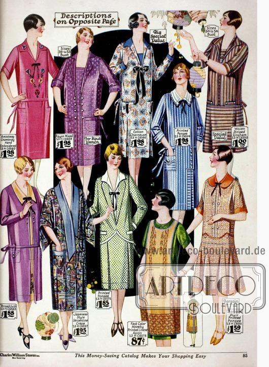 Günstige Haushaltskleider bis 1,98 $ aus Chambrai, Rayon Mischstoff, Baumwoll-Charmeuse, bedrucktem (Seide), gestreiftem Gingham, Breitgewebe und Leinen. Viele Kleider sind aus bedruckten Stoffen oder weisen Stickereien auf. Ein Kimono im japanischem Stil ist unten links (zweites Modell).