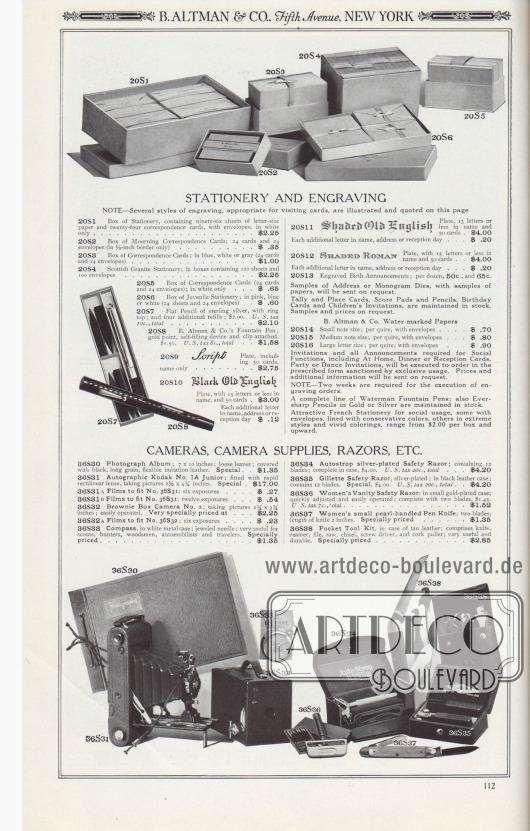 """B. ALTMAN & CO., Fifth Avenue, NEW YORK.  SCHREIBWAREN UND GRAVIERTES BRIEFPAPIER. ANMERKUNG – Verschiedene Stile von Gravuren, die für Visitenkarten geeignet sind, werden auf dieser Seite illustriert und zitiert. 20S1: Schreibwarenschachtel mit sechsundneunzig Blatt Briefpapier und vierundzwanzig Korrespondenzkarten, mit Umschlägen; nur in Weiß… 2,25 $. 20S2: Schachtel mit Trauerkorrespondenzkarten; 24 Karten und 24 Umschläge (nur in ⅛ Zoll Rand) … 0,35 $. 20S3: Schachtel mit Korrespondenzkarten; in Blau, Weiß oder Grau (24 Karten und 24 Umschläge) … 1,00 $. 20S4: Schottisches Briefpapier, granitartig gemasert; in Schachteln mit 120 Blatt und 100 Umschlägen… 2,25 $. 20S5: Schachtel mit Korrespondenzkarten (24 Karten und 24 Umschläge); nur in Weiß… 0,65 $. 20S6: Schachtel mit Jugendbriefpapier; in Rosa, Blau oder Weiß (24 Blätter und 24 Umschläge) … 0,60 $. 20S7: Flacher Bleistift aus Sterlingsilber, mit Ringspitze; und vier zusätzliche Minen; 2,00 $. U.S.-Steuer 10c., insgesamt… 2,10 $. 20S8: Füllfederhalter von B. Altman & Co.; Goldspitze, mit Selbstfüller und Klemme, 1,50 $. U.S.-Steuer 8c., gesamt… 1,58 $. 20S9: """"Script""""-Platte, einschließlich 50 Karten, nur Name… 2,75 $. 20S10: """"Schwarz Alt-Englisch""""-Schild, mit 15 oder weniger Buchstaben im Namen und 50 Karten… 3,00 $. Jeder weitere Buchstabe im Namen, in der Adresse oder Empfangstag… 0,12 $. 20S11: """"Schattiertes Alt-Englisch""""-Schild, mit 15 oder weniger Buchstaben im Namen, und 50 Karten… 4,00 $. Jeder weitere Buchstabe im Namen, in der Adresse oder Empfangstag… 0,20 $. 20S12: Schild """"SCHATTIERTES RÖMISCH"""", mit 15 oder weniger Buchstaben im Namen und 50 Karten… 4,00 $. Jeder weitere Buchstabe im Namen, in der Adresse oder Empfangstag… 0,20 $. 20S13: Gravierte Geburtsbekanntmachungen; pro Dutzend, 50c., und 65c. Muster von Adress- oder Monogrammstempeln, mit Papiermustern, werden auf Anfrage zugesandt. Zähl- und Tischkarten, Notizblöcke und Bleistifte, Geburtstagskarten und Kindereinladungen werden auf Lager g"""