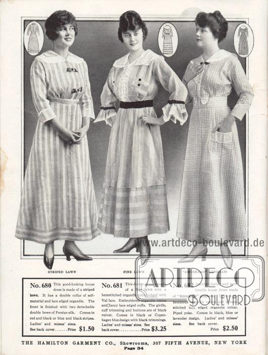 """Sehr günstige Haushaltskleider aus gestreiftem Linon (oder Batist) und """"Amoskeag"""" Gingham. Das erste Kleid besitzt eine zweilagige Kragengarnitur aus spitzebesetztem Organdy. Zwei abnehmbare Schleifen aus persischer Seide zieren die Brustpartie. Das zweite Kleid zeigt ebenfalls eine Kragen- und Brustgarnitur aus Organdy mit Hohlsaumverzierung und Stickerei. Gürtel, Knöpfe und Ärmelborten bestehen aus schwarzem Samt. Auch die Garnitur des rechten Hauskleides ist aus Organdy und zeigt eine wellig-gezackte Berandung."""