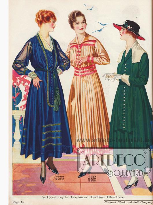 Das blaue Kleid zeigt eine weiße Seiden-Georgette Garnitur, ein Seil mit Quasten-Enden als Gürtel, Stickereien und mit Westen-Effekt. Die anderen Kleider zeigen die neuen modischen ausladenden Kragen.