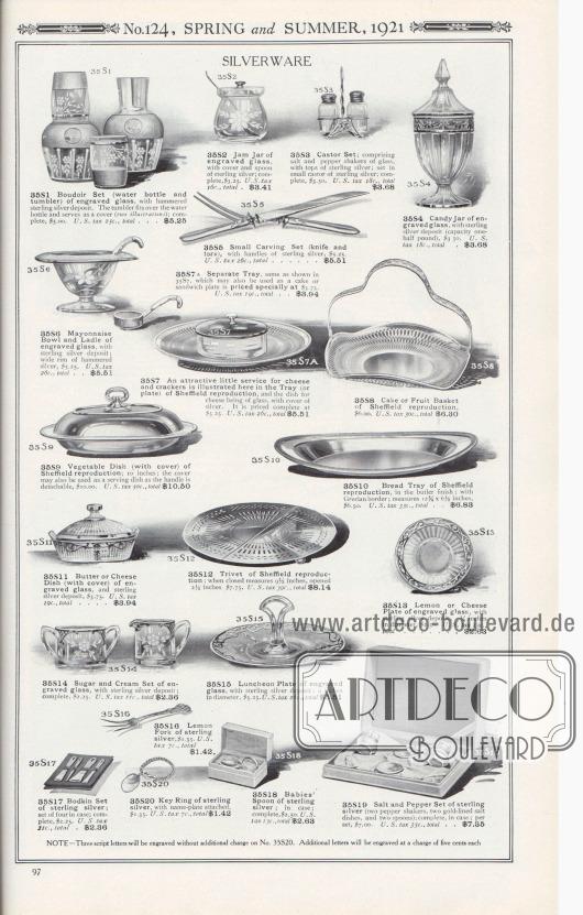 Nr. 124, FRÜHLING und SOMMER, 1921.  SILBERWARE. 35S1: Boudoir-Set (Wasserflasche und Becher) aus graviertem Glas, mit gehämmertem Sterlingsilbereinsatz. Der Becher passt über die Wasserflasche und dient als Deckel (zwei Abbildungen); komplett, 5,00 $. U.S.-Steuer 25c., gesamt… 5,25 $. 35S2: Marmeladenglas aus graviertem Glas mit Deckel und Löffel aus Sterlingsilber; komplett, 3,25 $. U.S.-Steuer 16c., gesamt… 3,41 $. 35S3: Sreuer-Set; bestehend aus Salz- und Pfefferstreuer aus Glas, mit Deckeln aus Sterlingsilber; gefasst in kleinen Halter aus Sterlingsilber; komplett, 3,50 $. U.S.-Steuer 18c., gesamt… 3,68 $. 35S4: Süßigkeitenglas aus graviertem Glas, mit Einlage aus Sterlingsilber (Fassungsvermögen ein halbes Pfund), 3,50 $. U.S.-Steuer 18c., gesamt… 3,68 $. 35S5: Kleines Tranchierbesteck (Messer und Gabel), mit Griffen aus Sterlingsilber, 5,25 $. U.S.-Steuer 26c., gesamt… 5,51 $. 35S6: Mayonnaise-Schale und Schöpfkelle aus graviertem Glas, mit Sterling-Silbereinlage; breiter Rand aus gehämmertem Silber, 5,25 $. U.S.-Steuer 26c., gesamt… 5,51 $. 35S7: Ein attraktives kleines Service für Käse und Cracker ist hier abgebildet. Das Tablett (oder die Platte) ist aus Sheffield nachgebildet und die Schale für den Käse ist aus Glas, mit Deckel aus Silber. Der Preis für das komplette Service beträgt 5,25 $. U.S.-Steuer 26c., gesamt… 5,51 $. 35S7A: Separates Tablett, wie in 35S7 gezeigt, das auch als Kuchen- oder Sandwichteller verwendet werden kann, wird speziell zum Preis von 3,75 $ angeboten. U.S.-Steuer 19c., gesamt… 3,94 $. 35S8: Kuchen- bzw. Obstkorb aus Sheffield-Nachbildung, 6,00 $. U.S.-Steuer 30c., gesamt… 6,30 $. 35S9: Gemüseschale (mit Deckel) aus Sheffield-Reproduktion; 10 Zoll; der Deckel kann auch als Servierschale verwendet werden, da der Griff abnehmbar ist, 10,00 $. U.S.-Steuer 50c., gesamt… 10,50 $. 35S10: Brottablett aus Sheffield-Reproduktion, in der Butler-Ausführung; mit griechischem Rand; Maße 12¾ x 6½ Zoll, 6,50 $. U.S.-Steuer 33c., gesamt… 6,83 $.