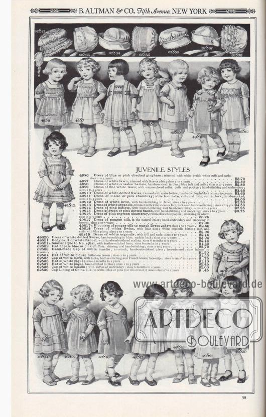 B. ALTMAN & CO., Fifth Avenue, NEW YORK.  JUGENDLICHE MODELLE. 49S6: Kleidchen aus blau oder rosa kariertem Gingham; mit weißer Borte abgesetzt; weiße Manschetten und Schärpe; Größen 2 bis 5 Jahre… 3,75 $. 49S7: Kleidchen aus weißem Batist mit blauer oder rosa Borte besetzt; Größen 2 bis 5 Jahre… 2,50 $. 49S8: Kleidchen aus weißem Quer-Batist, von Hand ausgeführte Smokarbeit in Blau; blauer Gürtel und Ärmelaufschläge; Größen 2 bis 5 Jahre… 2,85 $. 49S9: Kleidchen aus feinem weißen Batist mit maisfarbenem Kragen, Aufschlägen und Taschen; von Hand gearbeitete Nähte und Stickerei; Größen 2 bis 5 Jahre… 3,45 $. 49S10: Kleidchen aus weiß gepunktetem Schweizer Stoff mit maisfarbenem Batist abgesetzt; Handstickerei in Schwarz; Größen 2 bis 5 Jahre… 3,65 $. 49S11: Kleidchen aus maisfarbenem oder rosa Chambray; weißer Batistkragen, Manschetten und Rüschen, Schärpe im Rücken; von Hand ausgeführte Smokarbeit; Größen 2 bis 5 Jahre… 4,00 $. 49S12: Kleidchen aus weißem Batist, mit Handstickerei in Blau; Größen 2 bis 5 Jahre… 2,90 $. 49S13: Kleidchen aus weißer Organdy, besetzt mit Valenciennes-Spitze, Biesen und Federstich; Größen 2 bis 5 Jahre… 4,50 $. 49S14: Kleidchen aus rosa Batist, mit Feder- und Handstickerei; Größen 2 bis 4 Jahre… 2,95 $. 49S15: Kleid für Mädchen aus grünem oder rosa gepunktetem Flachs, mit Handstickerei und Smokarbeit; Größen 2 bis 4 Jahre… 3,75 $. 49S16: Kleidchen aus rosafarbenem oder grünem Chambray, mit weißer Popeline eingefasst; Smokarbeit in Weiß; Größen 2 bis 5 Jahre… 3,75 $. 49S17: Kleid aus Pongee-Seide, naturfarben; von Hand bestickt und Smokarbeit in Braun; Größen 2 bis 5 Jahre… 7,90 $. 49S17A: Pumphöschen aus Pongee-Seide, passend zum Kleid 49S17; Größen 2 bis 5 Jahre… 2,50 $. 49S18: Kleidchen aus weißem Schweizerstoff, mit blauen Punkten; weiße Organdy-Rüschen; Schärpe und Manschetten mit blauem Picot; Größen 2 bis 5 Jahre… 2,90 $. 49S19: Kleidchen aus weißer Organdy, mit Rüsche und Schärpe; Größen 2 bis 5 Jahre… 2,10 $. 49S20: Kleid aus wei